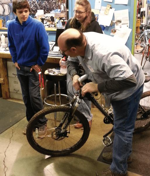 Bike class turns cyclists into DIY mechanics