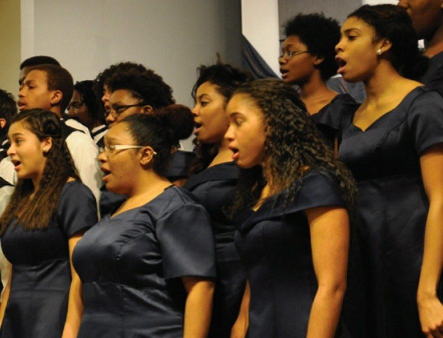 High school choir sings to raise money