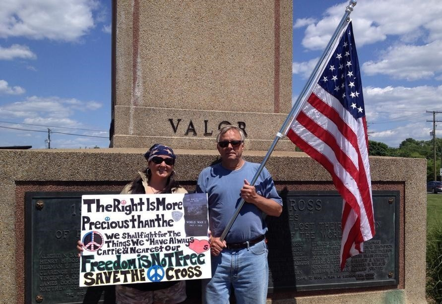 Protesters want war memorial to stay