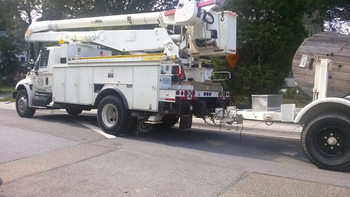 Crew says power out on Nicholson Street Thursday morning