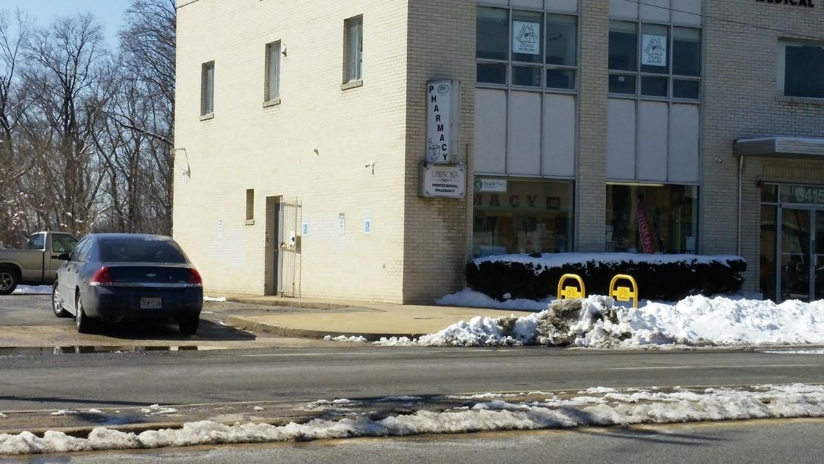 Armed men rob Hyattsville pharmacy, assault customers