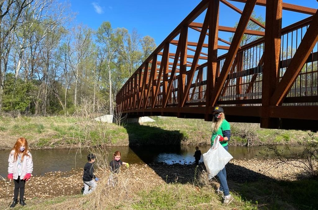 Community comes together to clean up